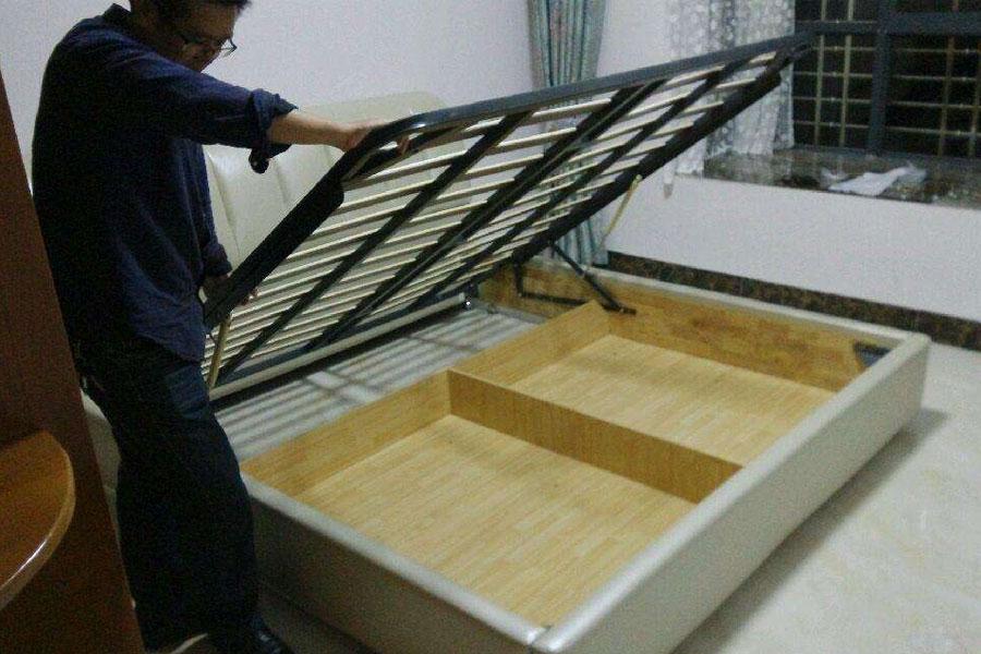 1米8的床垫上海搬家公司是如何搬运?金杯车能装下吗?